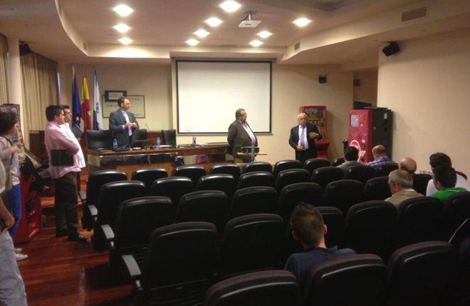 Ruan expone las funcionalidades de All the Money a los operadores gallegos