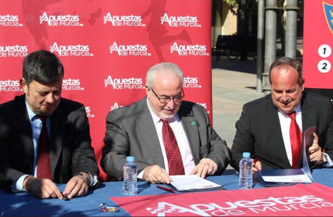 Apuestas de Murcia renueva su compromiso con el proyecto deportivo de la UCAM<br />