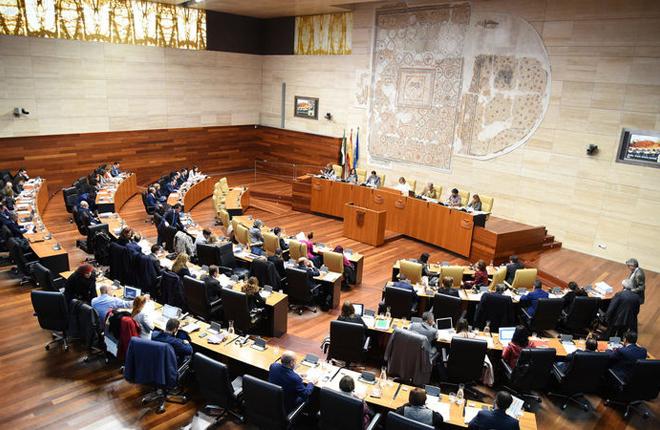 PSOE y PP no presentar&aacute;n enmiendas a la totalidad de la LEGIO extreme&ntilde;a mientras Podemos quiere quitar de la norma lo relativo a &quot;casinos y bonificaciones fiscales&quot;<br />