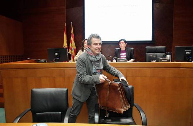 """El director general de Salud Pública de Aragón pide acabar con el consumo de tabaco en """"agujeros negros"""" como son los bingos y salones"""