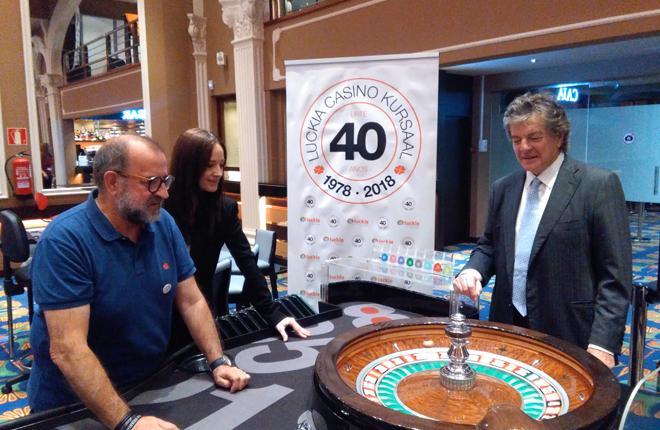 Zaporeak lanza la bola del 40 Aniversario del Casino Kursaal<br />