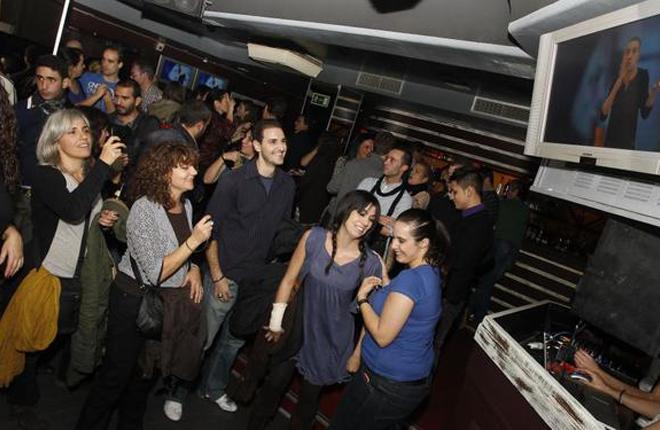 Si las discotecas de Madrid pueden vender comida, &iquest;por qu&eacute; no instalar una m&aacute;quina B?<br />