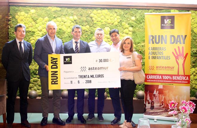 Vive la Suerte entrega a Asteamur 30.000 euros con motivo de la carrera solidaria Run Day<br />