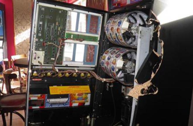 Detienen a dos hosteleros de Avilés por simular robos en las máquinas B de sus locales