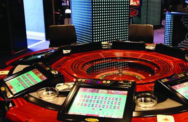 Manipulan una ruleta para estafar 18.000 euros en M&aacute;laga<br />
