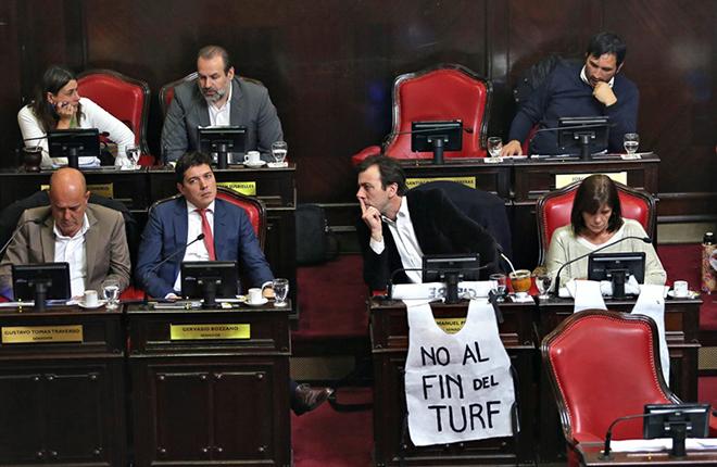 El Senado bonaerense aprob&oacute; el proyecto para quitarle un subsidio al turf<br />