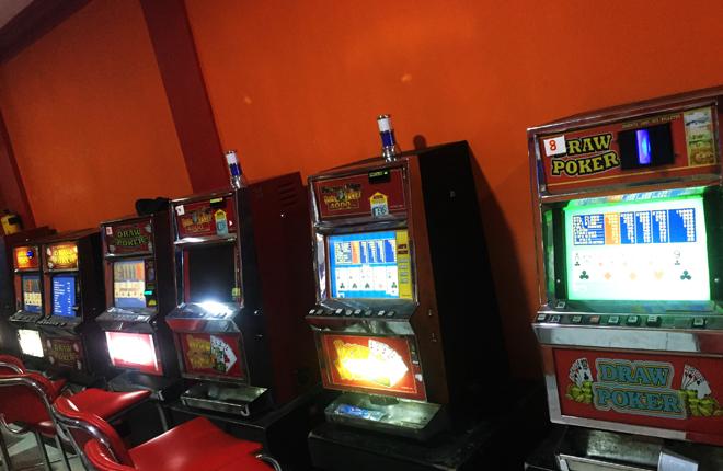 Coljuegos retira m&aacute;quinas de juego ilegal de 12 establecimientos<br />