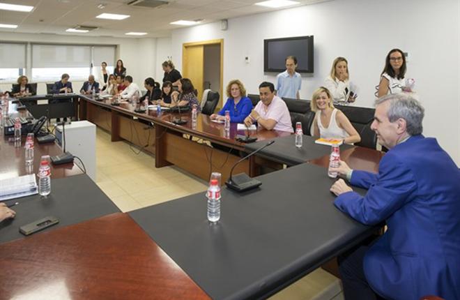 El Gobierno de Cantabria contin&uacute;a las reuniones con los ayuntamientos para ayudarles a cumplir con la Ley de Espect&aacute;culos<br />