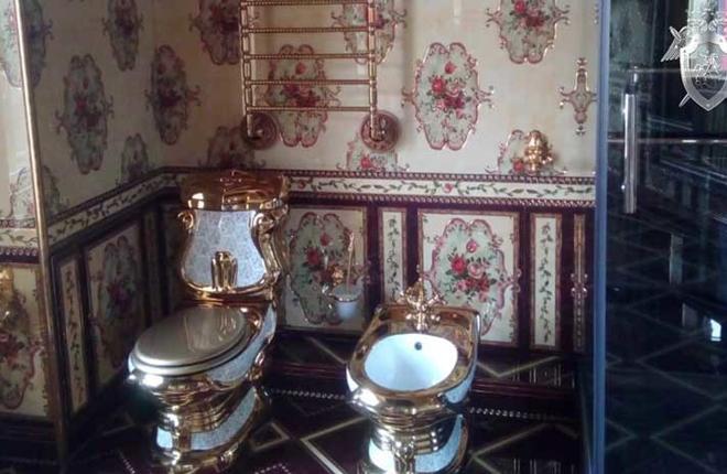 Mansiones con inodoros de oro: La Policía rusa publica video de allanamientos en una casa de juego