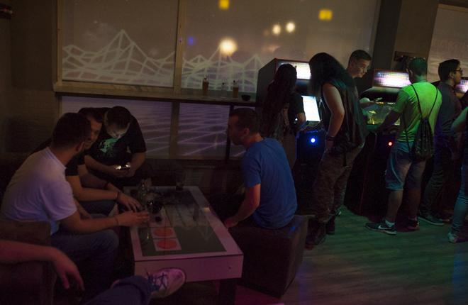 Abre sus puertas Stranger Bits, un arcade bar para los nost&aacute;lgicos de las m&aacute;quinas recreativas<br />
