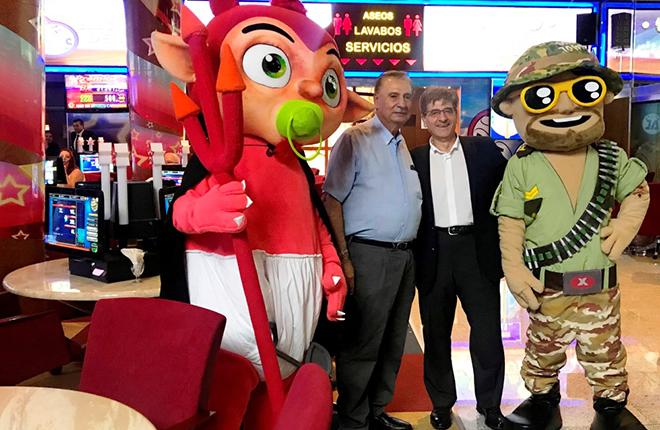 """""""Mephis"""" y """"TxB"""", los muñecotes de Metronia, triunfan en Canarias con el multijuego Bingo Choice"""