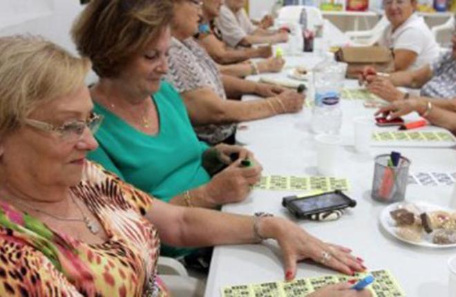 Cartones a 50 c&eacute;ntimos y premios de cheques-regalos por 50 euros en los bingos sociales de Cartagena<br />
