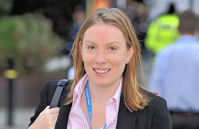 Tracey Crouch, secretaria de Estado para Deportes y Sociedad Civil del Reino Unido, dimite por retrasos en los cambios regulatorios de las FOBT<br />