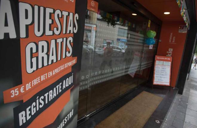 El diario El Pa&iacute;s propone una encuesta sobre la proliferaci&oacute;n de salones en Madrid<br />