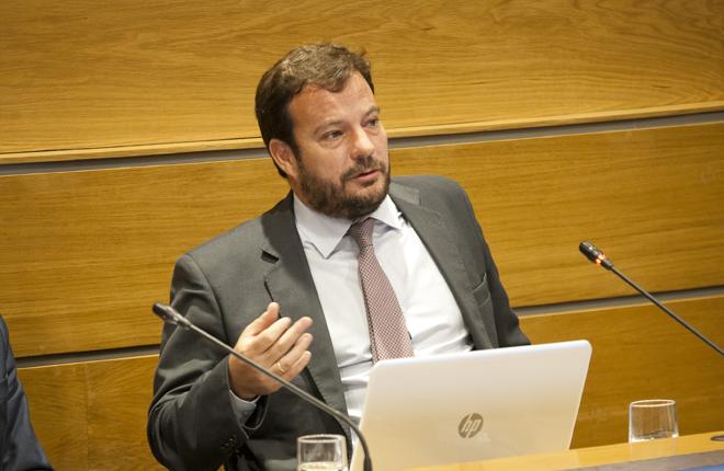 Juan Lacarra defendiendo a los salones en Onda Madrid<br />