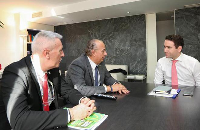 Reuni&oacute;n de FENAMIX con el secretario general del PP<br />
