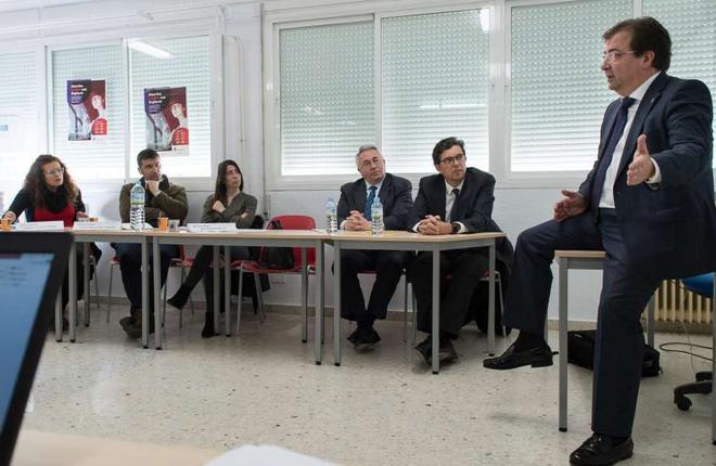 El presidente de Extremadura pone restricciones al juego mientras favorece a las empresas del tabaco, una sustancia que genera adicci&oacute;n y provoca muchas muertes<br />