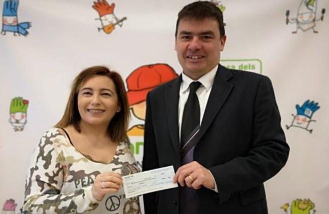 Valisa entrega el cheque de 1.260 euros a la asociación AFANOC