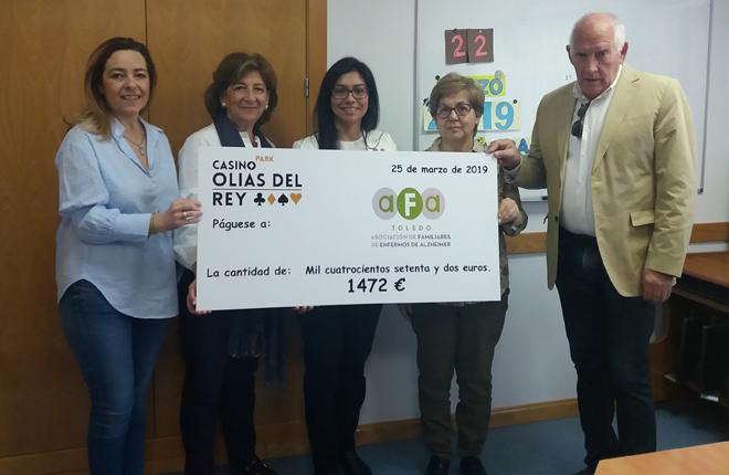 Valisa entrega un cheque de 1.400 euros a la Asociación de Familiares de Enfermos de Alzheimer de Toledo